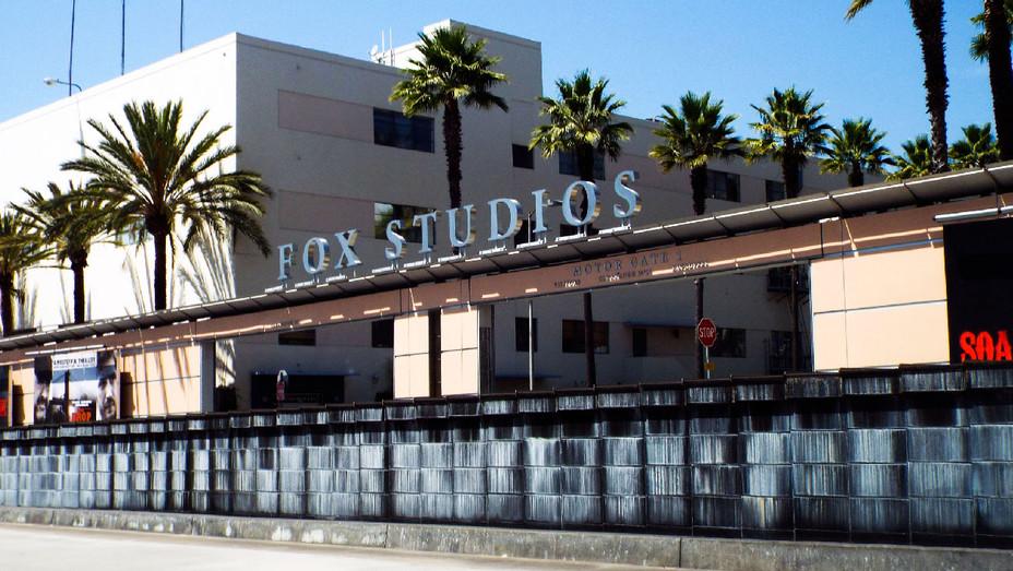Fox Studios - Wikimedia Commons - H 2017