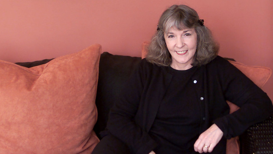 Sue Grafton in her Montecito home -ONE TIME USE ONLY - Getty-H 2017