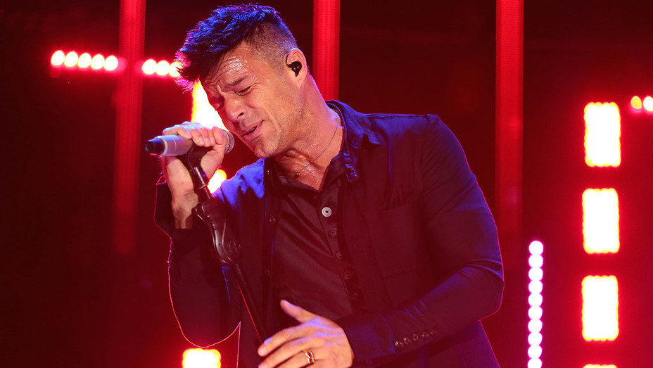 Ricky Martin perfoms on stage during the Liverpool Fashion Fest Autumn/Winter 2017 - Getty-H 2017