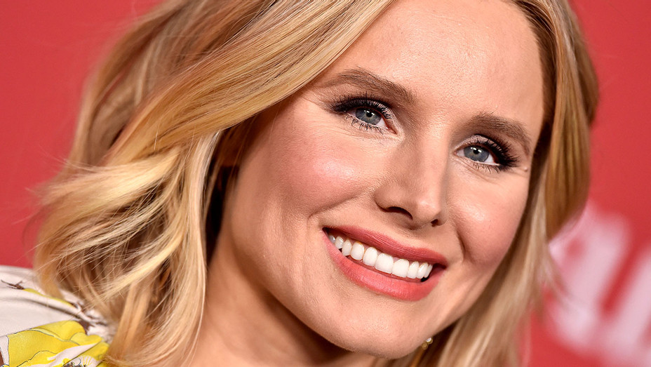 Kristen Bell arrives at SAG-AFTRA Foundation Patron of the Artists Awards 2017 - Getty-H 2017