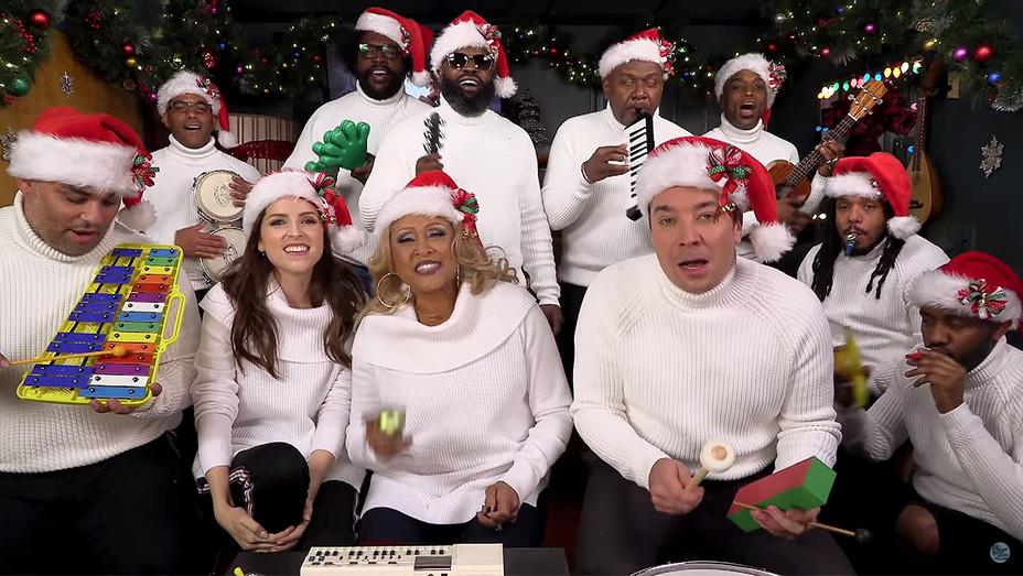 Jimmy Fallon, Anna Kendrick, Darlene Love & The Roots Sing Christmas -Screen shot 2- H 2017