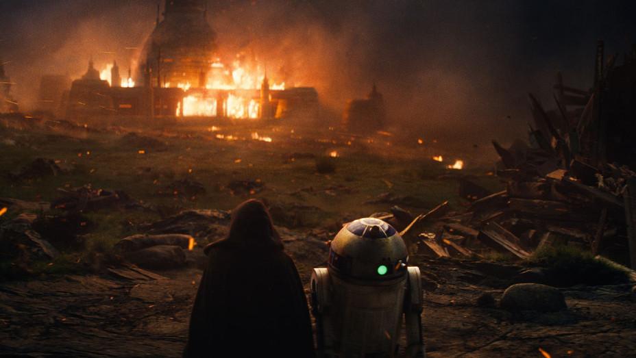 Star Wars: The Last Jedi Still 40 - Publicity - H 2017