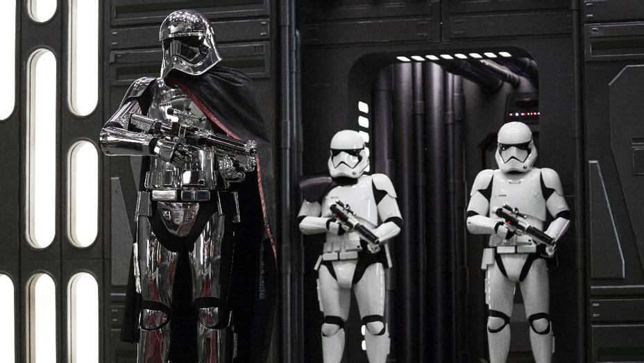 Star Wars: The Last Jedi Still 30 - Publicity - H 2017