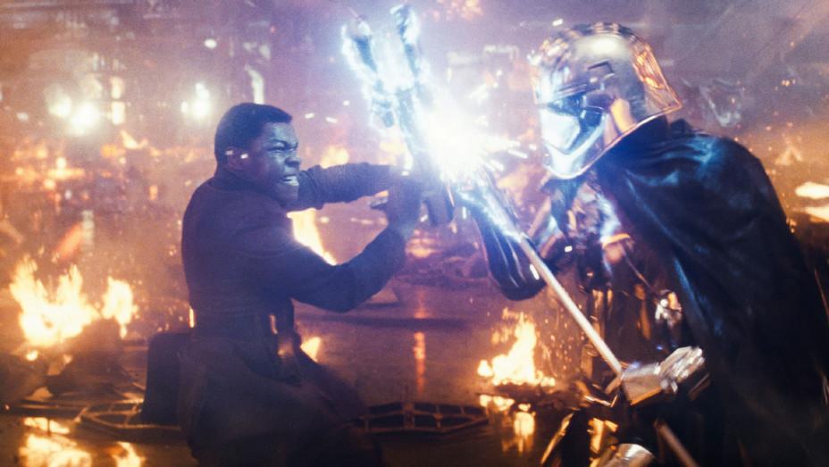 Star Wars: The Last Jedi Still 25 - Publicity - H 2017