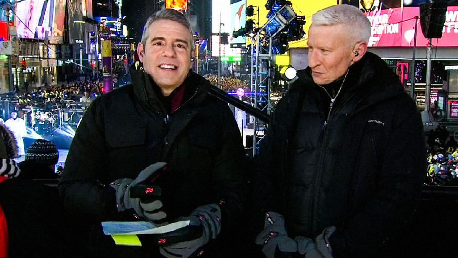 Andy Cohen and Anderson Cooper - New Year's Eve Coverage - Screenshot - H 2017