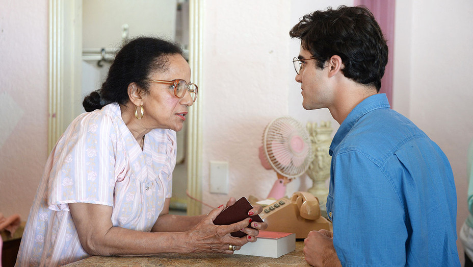 THE ASSASSINATION OF GIANNI VERSACE AMERICAN CRIME STORY -Episode 2 Peggy Blow -Darren Criss- Publicity-H 2018