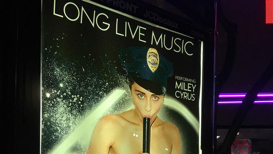 Miley Cyrus Sabo Grammys Poster - Staff - H 2018