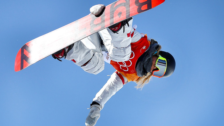 Chloe Kim of the United States competes during the Snowboard Ladies' Halfpipe Final - Getty-H 2018