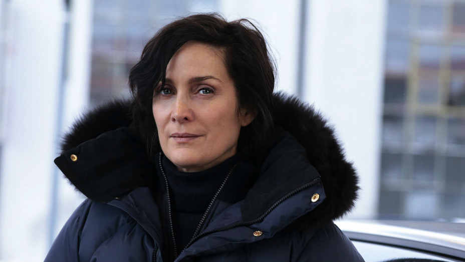 Carrie-Anne Moss on set of Wistling