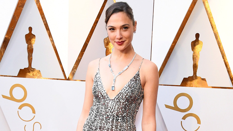 Gal Gadot Redcarpet Academy Awards - Getty - H 2018