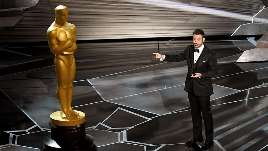Jimmy Kimmel_Pointing_Oscar - Getty - H 2018