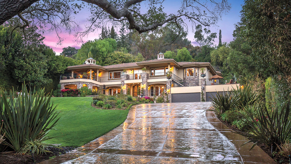 The Fake Kardashian home has been on the market for a decade - H 2018