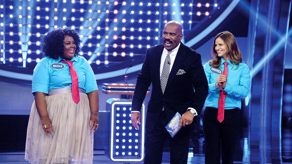 Steve Harvey - CELEBRITY FAMILY FEUD - NICOLE BYER, ANDREA SAVAGE - Publicity-EMBED 2018