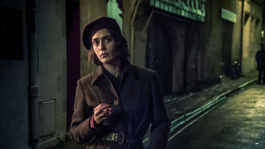 Das Boot with Lizzy Caplan - Publicity - H 2018