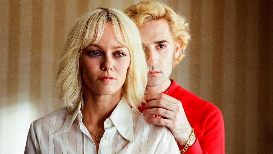 Cannes - IN COMPETITION – FEATURE FILMS - UN COUTEAU DANS LE COEUR - Still 1 - Publicity -H 2018