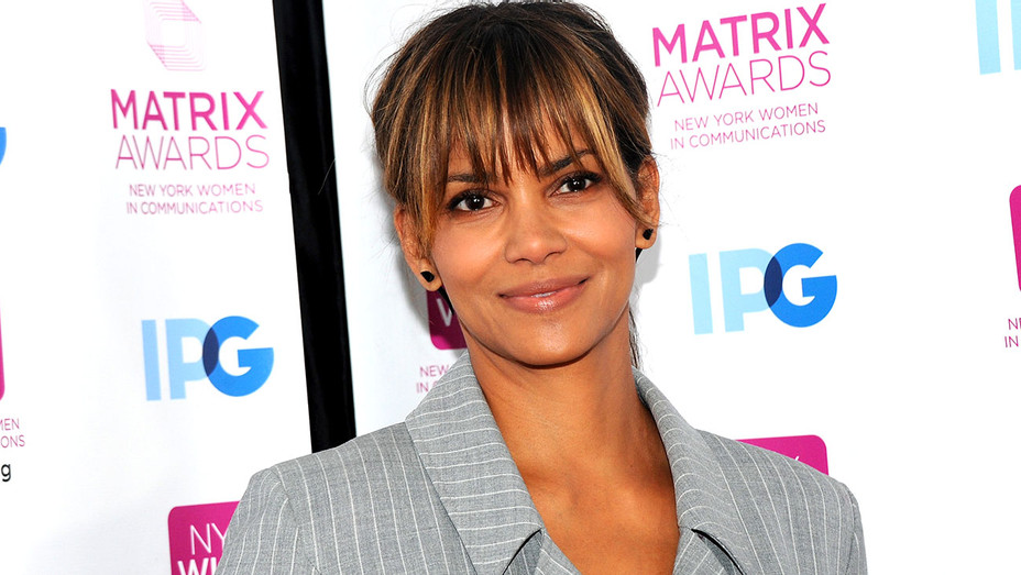 Halle Berry attends 2018 Matrix Awards - Getty-H 2018