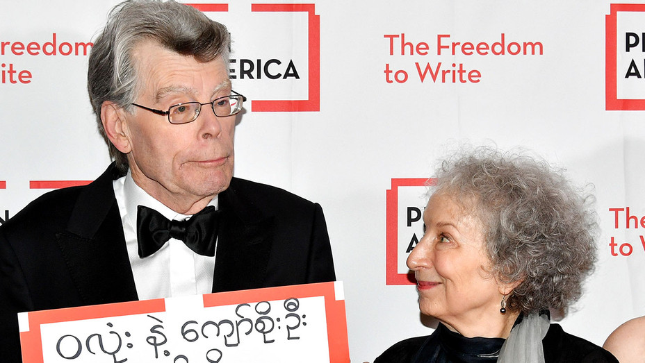 Stephen King and Margaret Atwood attend the 2018 PEN Literary Gala - Getty-H 2018