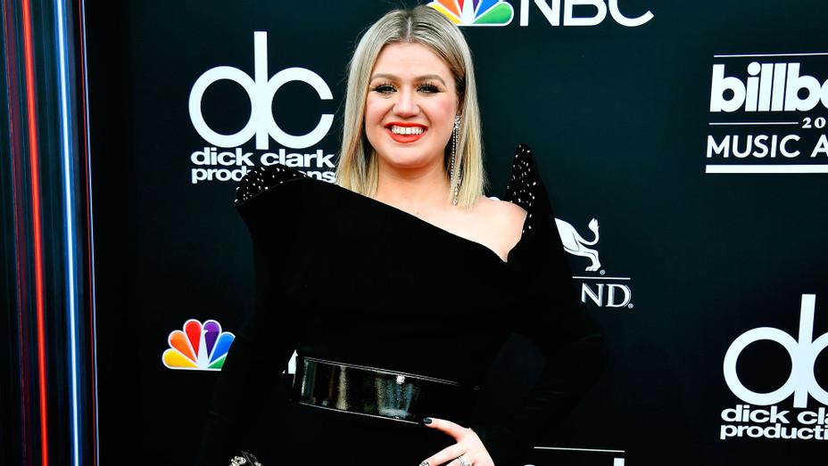 Kelly Clarkson at Billboard Music Awards - H Getty 2018
