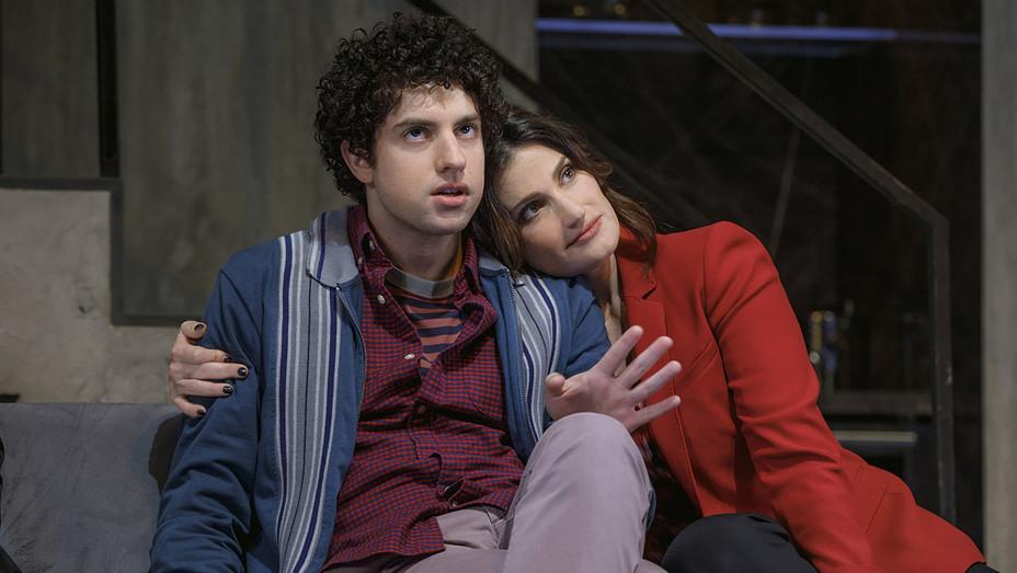 SKINTIGHT-Production still 1 - Eli Gelb and Idina Menzel - Publicity -H 2018