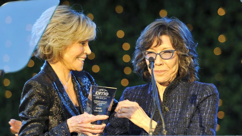 Jane Fonda and Lily Tomlin at Environmental Media association Benefit Honors Gala - H 2018 Publicity