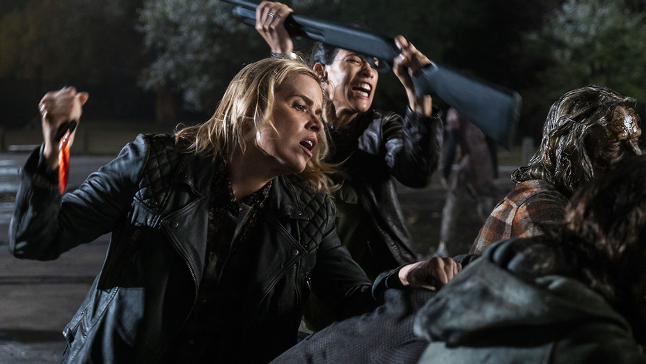 Fear the Walking Dead - Season 4, Episode 8 - Kim Dickens-Danay Garcia -H 2018