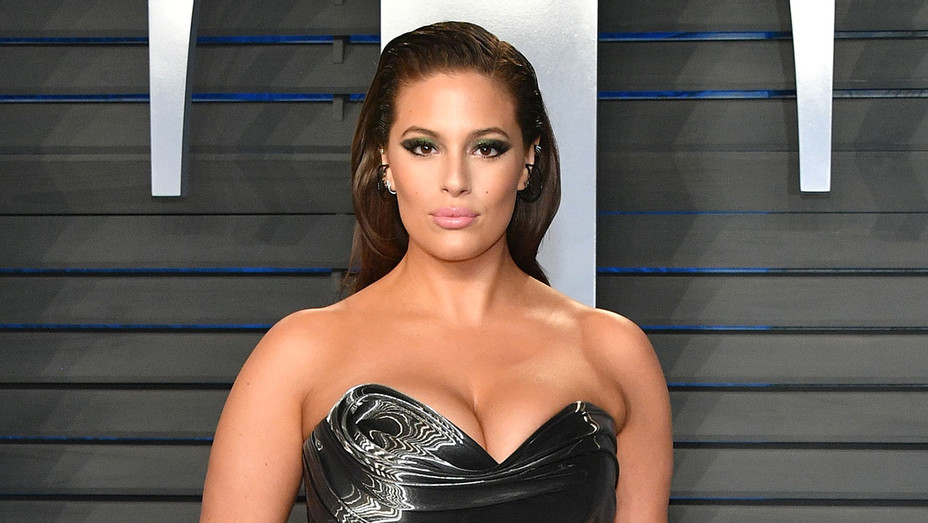 Ashley Graham attends the 2018 Vanity Fair Oscar Party - Getty-H 2018