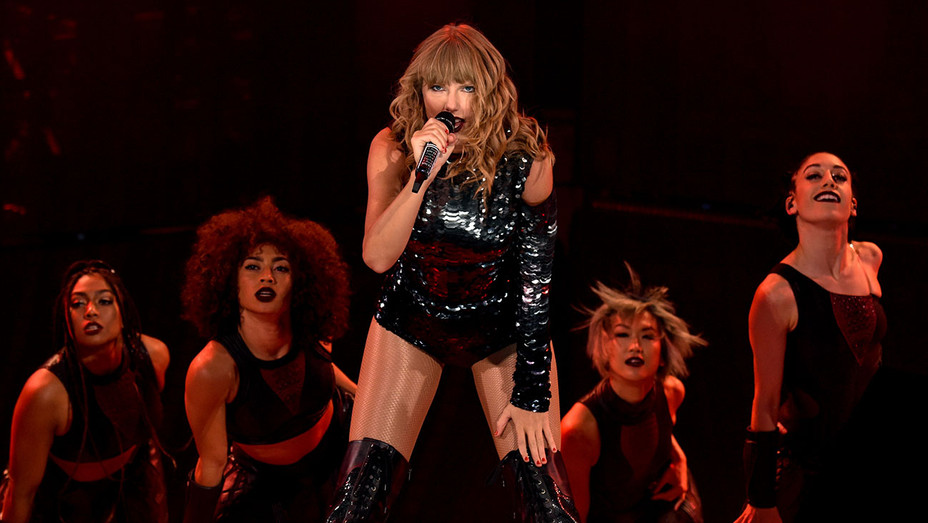 Taylor Swift performs onstage during the Taylor Swift reputation Stadium Tour - Getty-H 2018