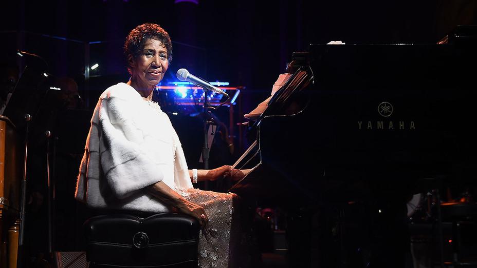 Aretha Franklin onstage 2 - Elton John AIDS Foundation New York Fall Gala 2017 - Getty-H 2018