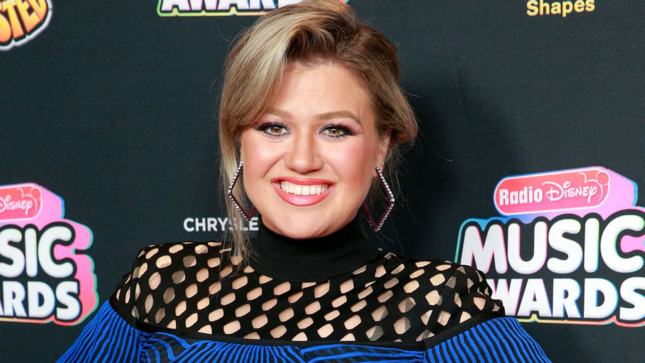 Kelly Clarkson attends the 2018 Radio Disney Music Awards - Getty-H 2018