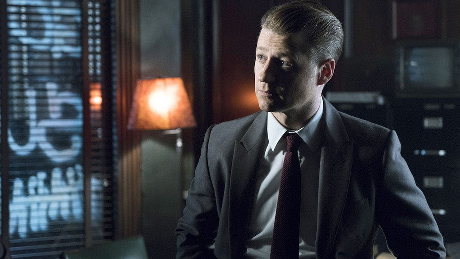 GOTHAM - Ben McKenzie in the A Dark Knight No Man's Land - Publicity-H 2018