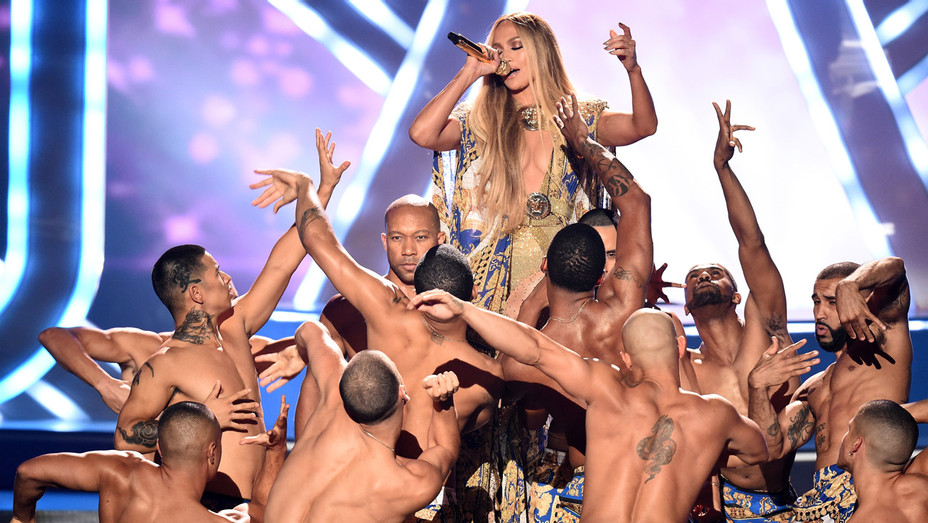 Jennifer Lopez performing at VMA's - Getty - H 2018