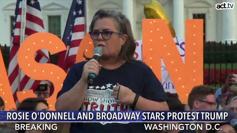 Rosie O'Donnell Protesting - Screengrab - H 2018