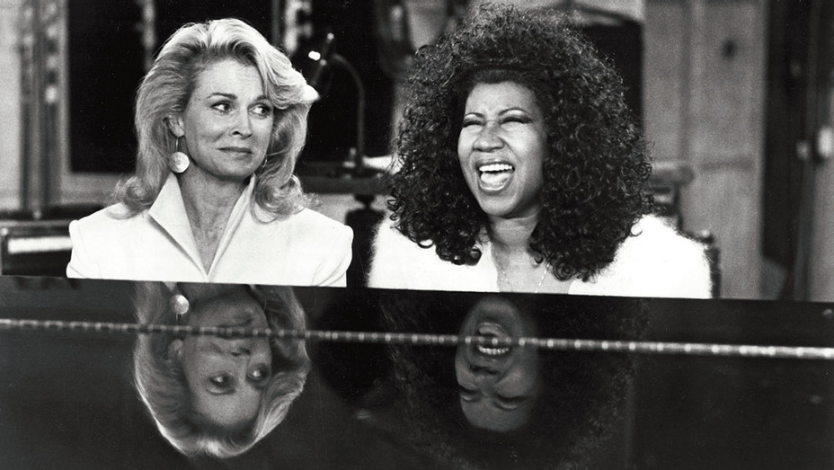 MURPHY BROWN - Candice Bergen, Aretha Franklin - Everett Collection ONE TIME USE ONLY - H 2018
