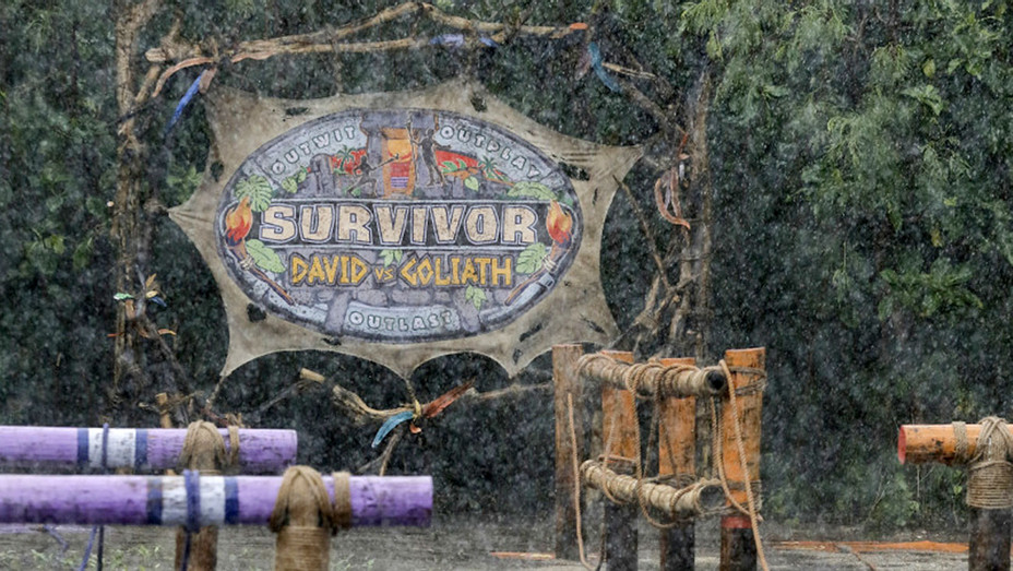 SURVIVOR David vs. Goliath - I Am Goliath Strong - sign- H 2018