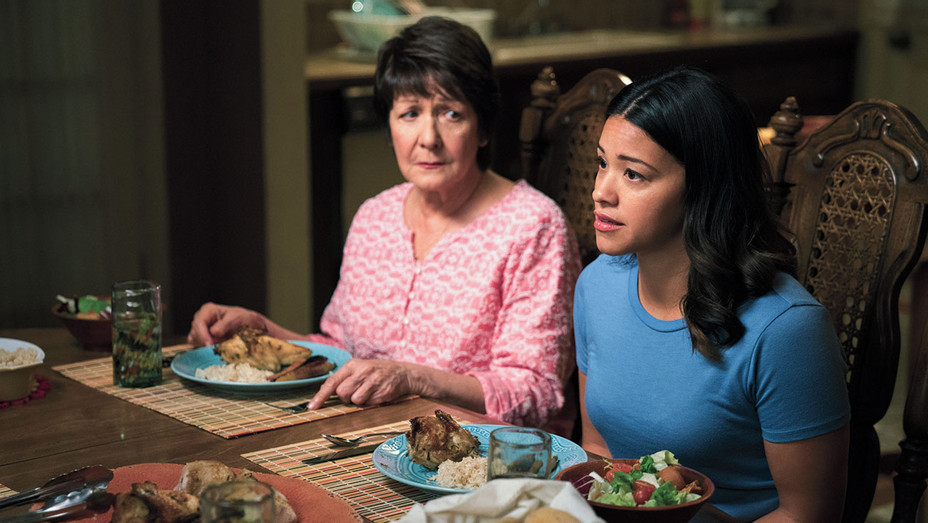 Jane The Virgin - Chapter Seventy-Eight -  Ivonne Coll as Alba and Gina Rodriguez - Publicity-H 2018