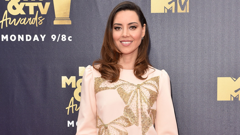 Aubrey Plaza attends the 2018 MTV Movie And TV Awards - Getty - H 2018