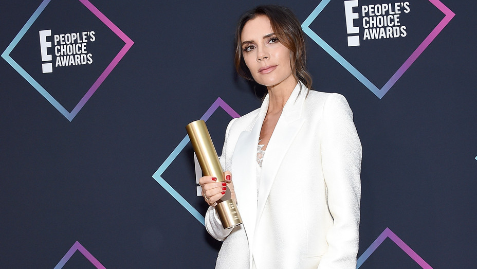 Victoria Beckham receives Fashion Icon Award at People's Choice Awards - Getty - H 2018