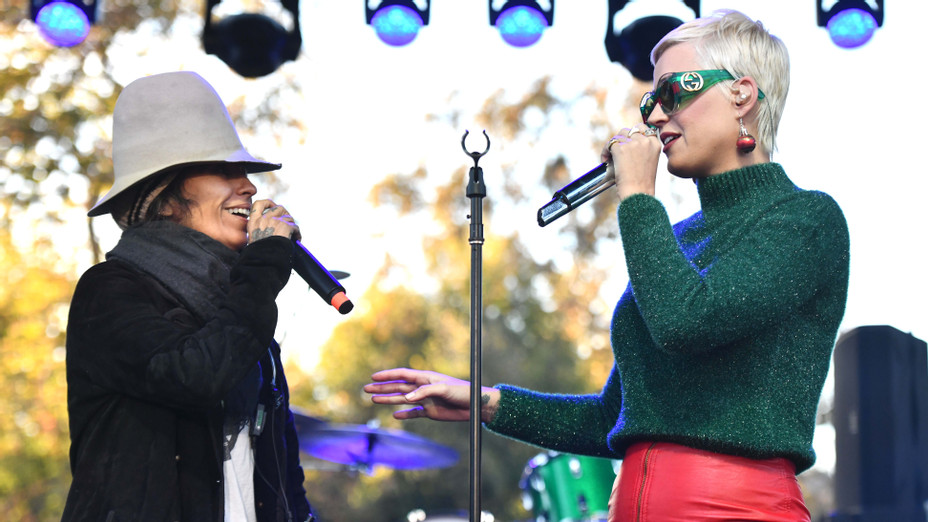 Linda Perry and Katy Perry perform onstage during the One Love Malibu Festival - Getty - H 2018