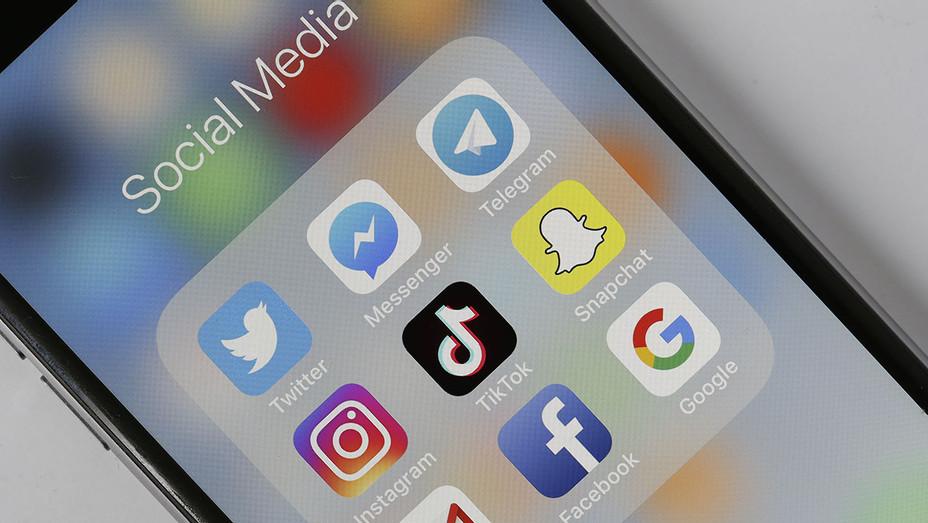 Social Medias Applications logos - Twitter- Instagram -Facebook - Getty-H 2019