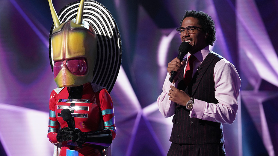 THE MASKED SINGER - Alien and host Nick Cannon - Jan. 30- Publicity -H 2019