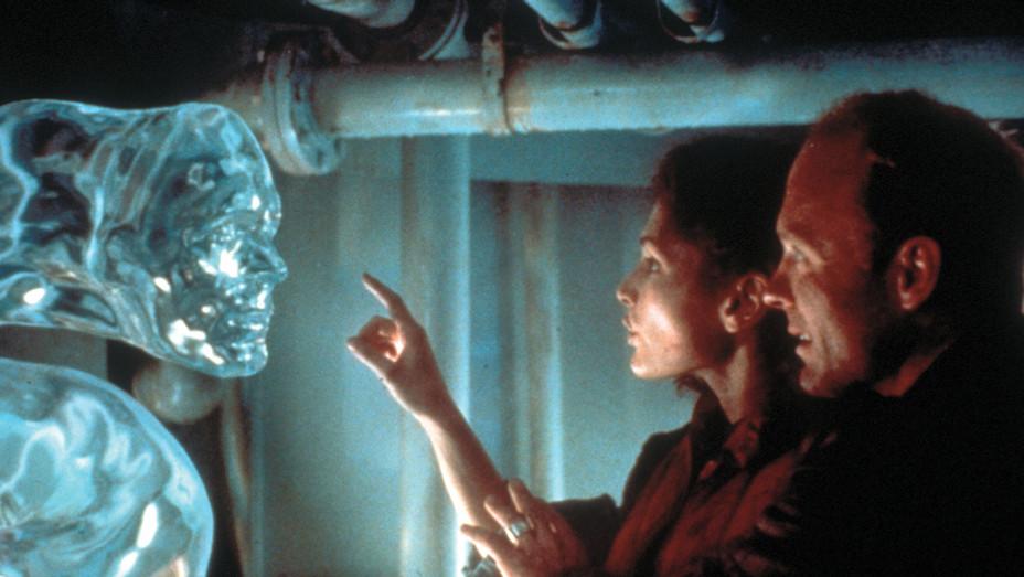 The Abyss (1989) - Mary Elizabeth Mastrantonio  - Ed Harris  - Photofest-H 2019