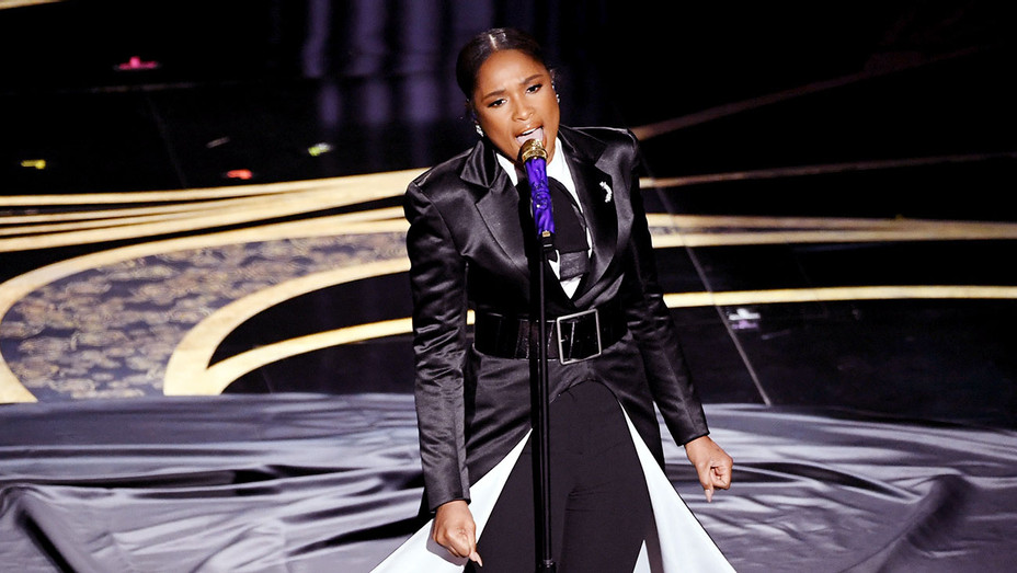 Jennifer Hudson_Onstage Oscars - Getty - H 2019