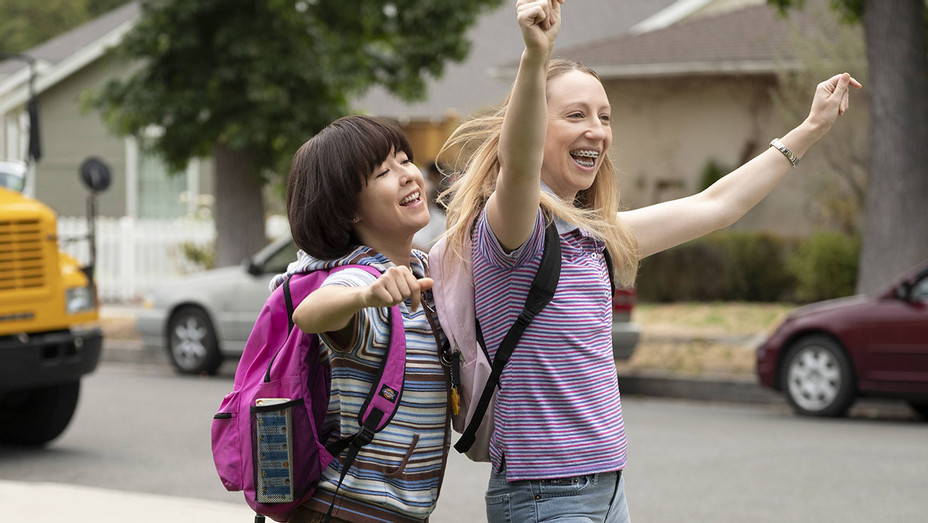 Pen15 How The Hulu Comedy Handles R Rated Middle School Moments Hollywood Reporter