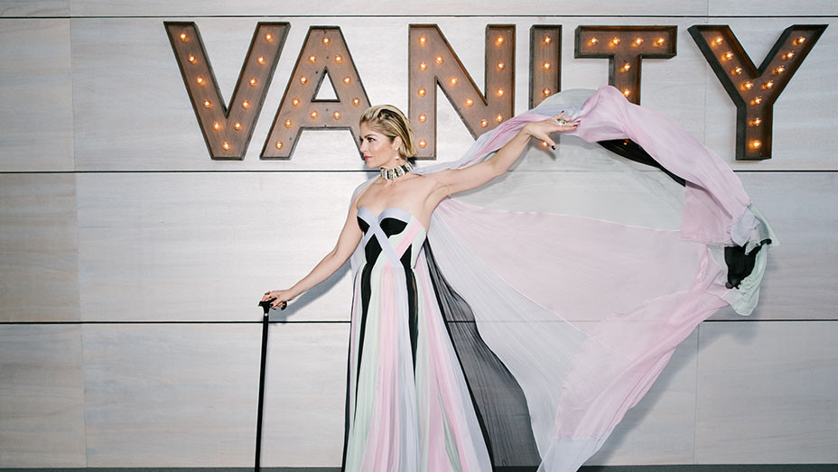 Selma Blair attends the dinner at the 2019 Vanity Fair Oscar Party -Getty-Embed 2-2019