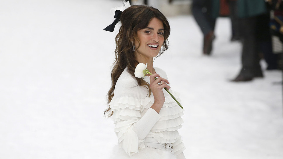 Penelope Cruz at the Chanel show at Paris Fashion Week Autumn-Winter 2019-20  - Getty-H 2019