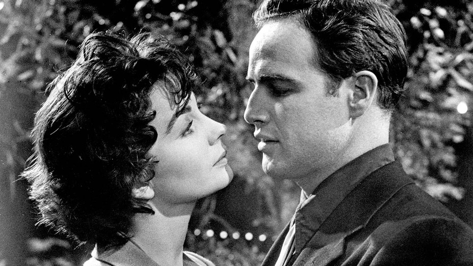 Guys and Dolls (1955) -Marlon Brando (as Sky Masterson), Jean Simmons (as Sergeant Sarah Brown) 2- Photofest-H 2019