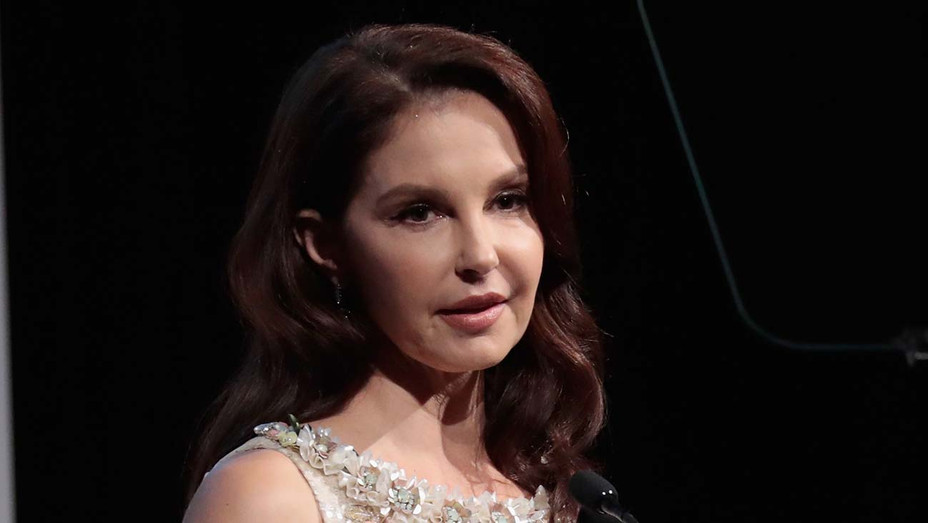 Ashley Judd accepts the WMC Speaking Truth To Power Award 2017 - Getty-H 2019