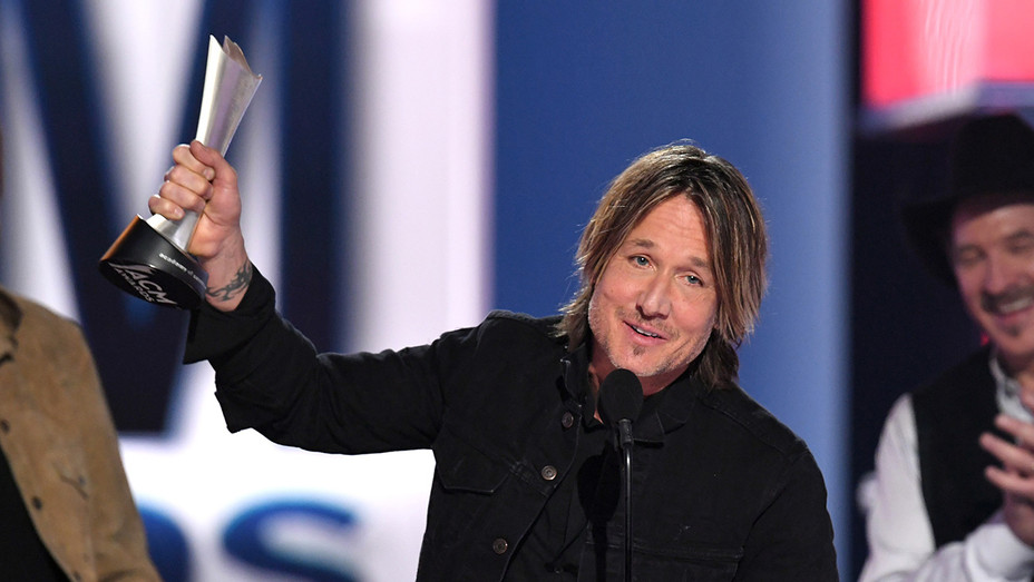 Keith Urban wins at ACM Awards - H Getty 2019