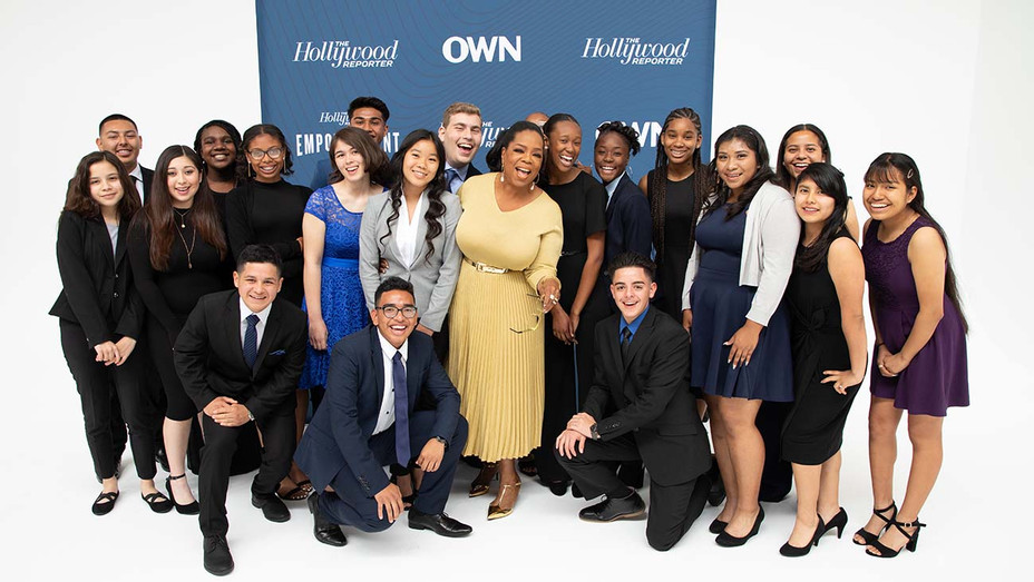 Oprah Winfrey poses with Young Executive Fellows - Publicity - H 2019