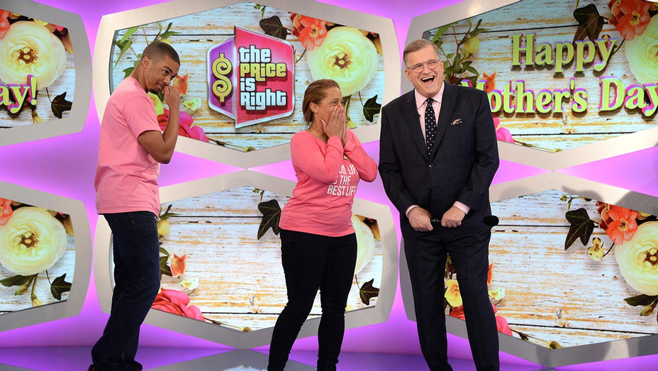 The Price is Right-Drew Carey-hapyp contestants-Publicity Still-H 2019